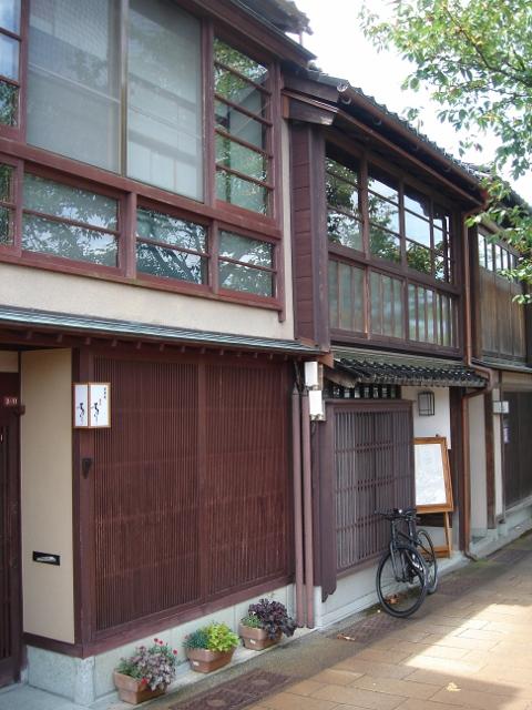 金沢の街並みと伝統的デザイン
