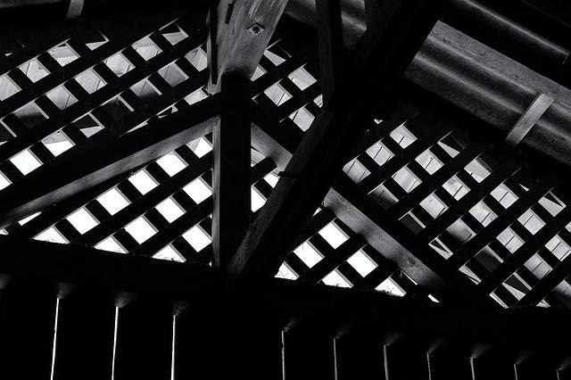 屋根裏,小屋裏